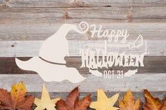 Höst lyckliga halloween Nedgångsidor på träbakgrund Arkivfoto