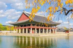 Höst på den Gyeongbokgung slotten, Seoul Sydkorea Arkivfoton