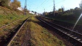 Höst på järnvägen på en solig dag stock video
