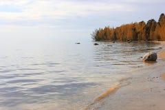 Höst på laken Onega, Ryssland Royaltyfria Bilder