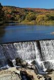 Höst på Quechee bynedgångar, Vermont royaltyfria bilder