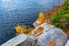 Höst på sjön Minnewaska royaltyfria bilder