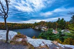 Höst på sjön Minnewaska arkivfoton