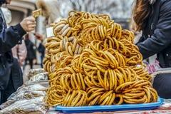 Höst Sale av baglar, får i gatan royaltyfri fotografi