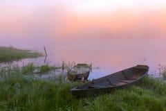 Höst soluppgång på floden Arkivfoton