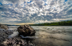 Höst soluppgång på floden Royaltyfria Bilder