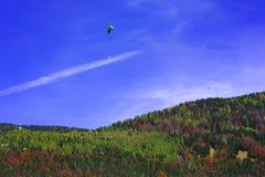 Höst som skydiving Fotografering för Bildbyråer