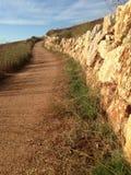 Höst spain camino de santiago Bana Släpa forntida romerska väggar solig dag Arkivfoton