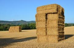 Höstackar i ett Sussex skördfält Royaltyfri Fotografi
