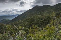 Höstackbergen i vildmarken Adirondack för högt maximum royaltyfria bilder