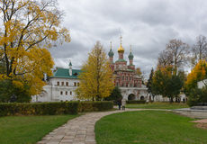 Höstdag i den Novodevichy kloster i Moskva Royaltyfria Foton
