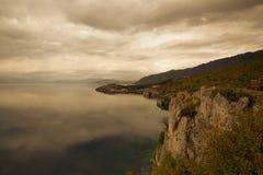 Höstdag på sjön Ohrid macedonia Fotografering för Bildbyråer