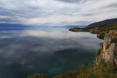 Höstdag på sjön Ohrid macedonia Royaltyfri Bild