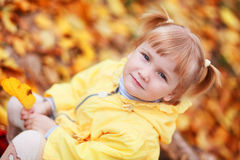 hösten behandla som ett barn Royaltyfria Foton