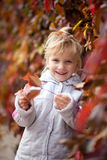 hösten behandla som ett barn Arkivbilder