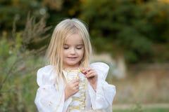 hösten behandla som ett barn den sista modern för blomman Royaltyfri Foto