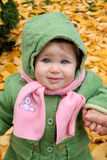 hösten behandla som ett barn leaves Arkivfoton