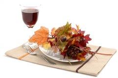 Hösten bordlägger inställningen royaltyfria foton