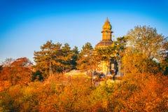 Hösten i Prague, parkerar den favorit- turist- destinationen Letna sady Letenske, Tjeckien arkivbild