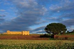 Hösten landskap och landshuset Royaltyfri Bild
