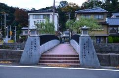 Höstfärgändring Japan på Kinosaki onsen arkivfoto