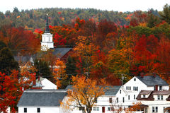 Höstfärger över en liten stad Royaltyfri Bild