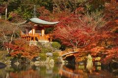 Höstfärger på den Daigo-ji templet i Kyoto, Japan royaltyfri fotografi