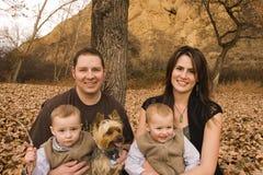 höstfamilj arkivfoton