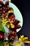 Höstfrukter, äpple, druvor och päron royaltyfri bild