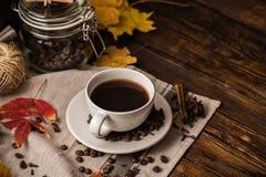 Höstkopp av kaffe arkivbild