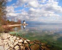 Höstkust av Liptovska Mara sjön, Slovakien arkivfoto