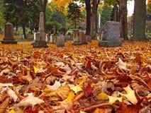 höstkyrkogård Royaltyfri Bild