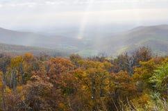 Höstlövverk i den Shenandoah nationalparken - Virginia United States Arkivbilder