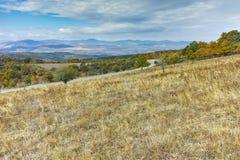 Höstlandskap av det Cherna Gora berget, Pernik region Arkivfoton