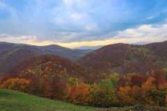 Höstlandskap av kullen Arkivfoto