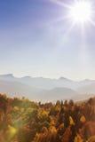 Höstlandskap i bergen av Lago-Naki Arkivbild