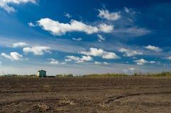 Höstlig landsliggande med låga skies Royaltyfria Foton