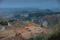 Höstlig trekking i landskapet av Siena, från Buonconvento till Royaltyfri Fotografi