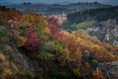 Höstlig trekking i landskapet av Siena, från Buonconvento till Royaltyfri Foto