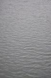Höstligt vatten på en regnig dag Royaltyfria Foton