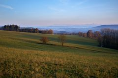 Höstmorgon i Pelikovice, Tjeckien Royaltyfri Bild
