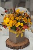 Höstordning av blommor, grönsaker och frukter som isoleras på vit bakgrund closeup Royaltyfri Fotografi