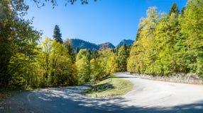 Höstpanorama i bergen av Abchazien Royaltyfria Bilder