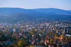 Höstpanorama i staden Wernigerode Arkivbild
