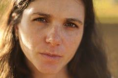 höstparkgravid kvinna royaltyfri fotografi
