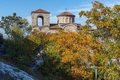 Höstsikt av fästningen för Asen ` s, Asenovgrad, Bulgarien Arkivbilder