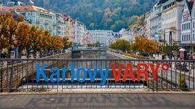 Höstsikten av den gamla staden av Karlovy varierar Carlsbad, tjeckiska Republ royaltyfri foto