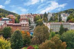 Höstsikten av Karlovy varierar (Karlsbad) Arkivbilder