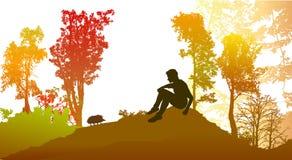 Höstskog med lövfällande träd och konturn av en pojke med igelkotten Arkivbilder