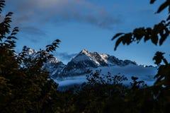 Höstsoluppgång i Kaukasus Arkivbilder